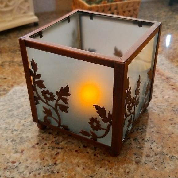 Tea light decorative holder